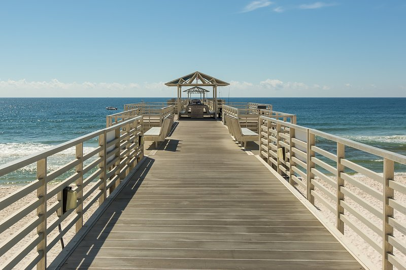 Four Seasons 204W-702Ft pier into the gulf