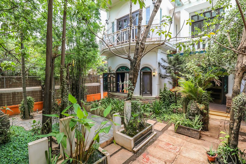 Villa Pumpkin.An eight bedroom french colonial charming villa, tranquil garden., holiday rental in Svay Dangkum
