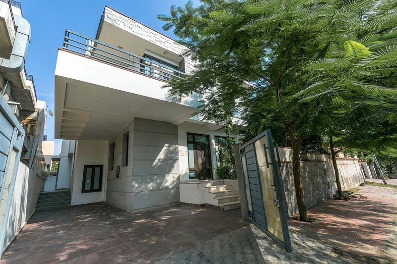 Bungalow by the station by Vista Rooms, holiday rental in Jaipur District