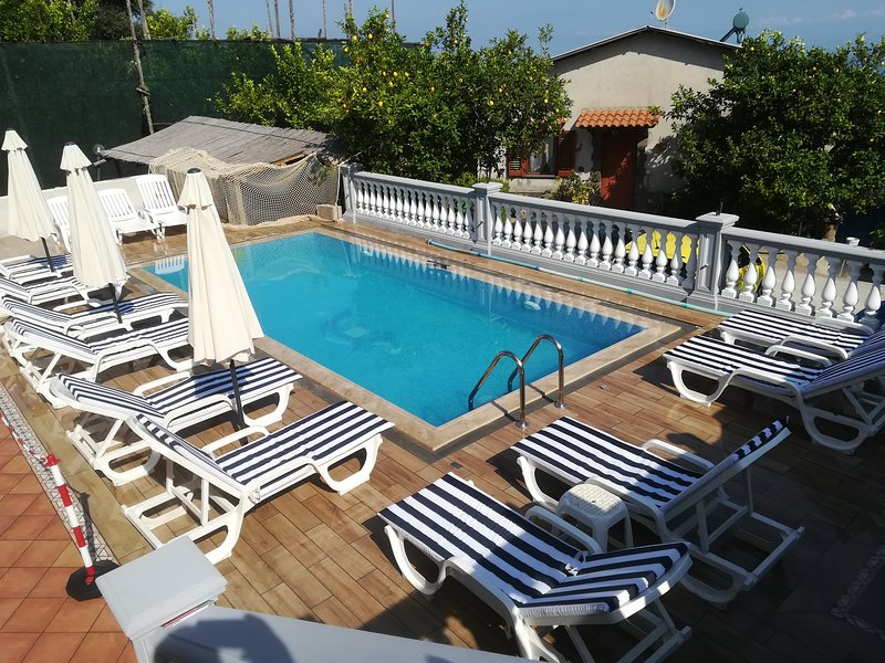nice flat with pool in Sorrento Coast, holiday rental in Schiazzano