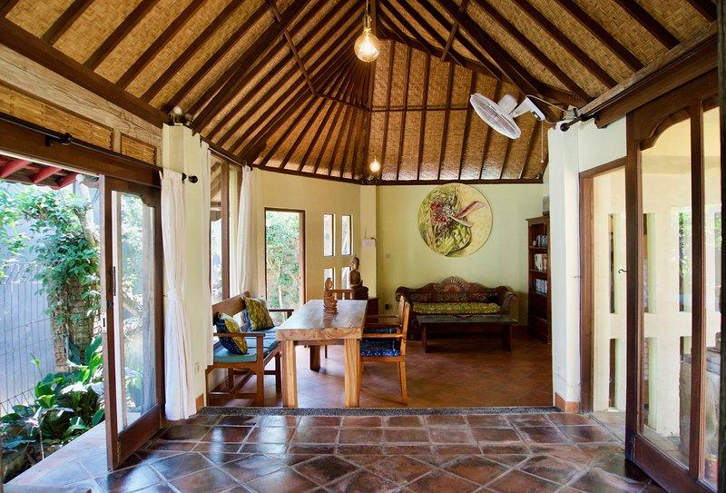 Romantic cottage walking distance to Ubud Monkey Forest, holiday rental in Singakerta
