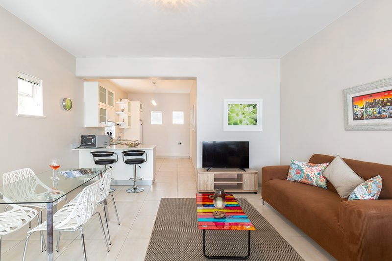 Portswood Mews 11 by CTHA, holiday rental in Green Point