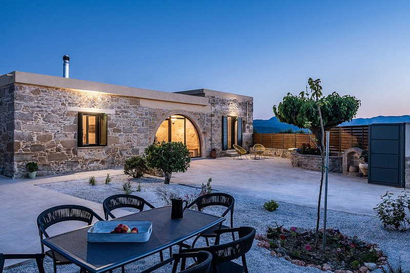 Trialonia luxury villa, comfortable, private pool, garden, serenity, holiday rental in Kakopetros