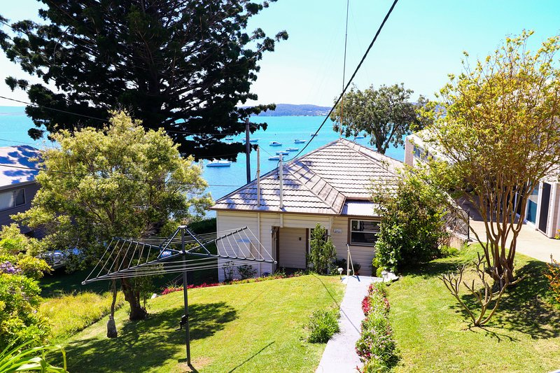 Tommys Lakehouse - stunning views of Lake Macquarie * waterfront *, vacation rental in Lake Macquarie