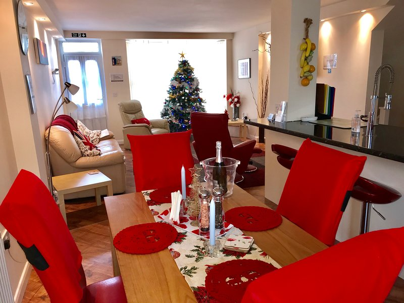Christmas decorations, with 7ft tree, Xmas bedding & table laid in the festive spirit
