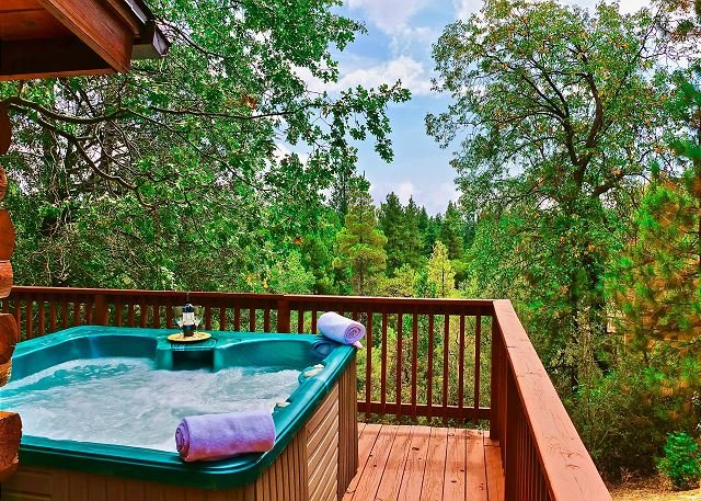 San Jacinto Lodge: Hot Tub, Walk to Town, Views, NEW LISTING, alquiler de vacaciones en Pine Cove