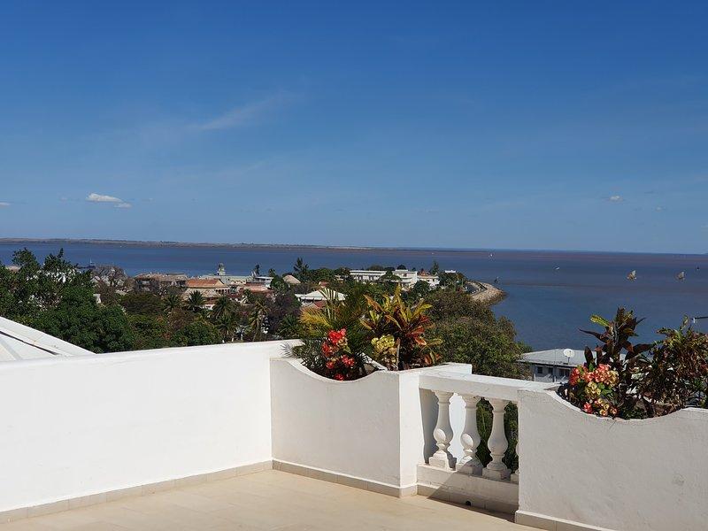Maison Duplex Vue Panoramique sur mer Quartier résidentiel la Corniche Majunga, location de vacances à Mahajanga Province