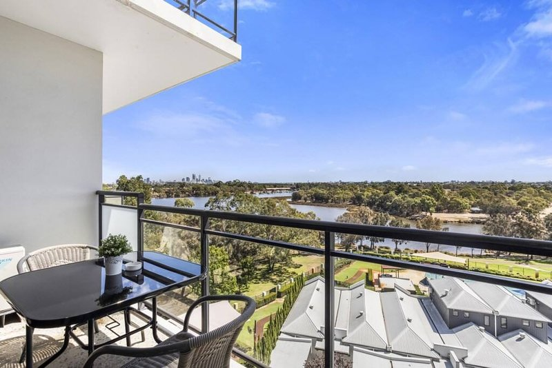 Imagine chilling on this balcony, enjoying 180 degree views, yes please. Stupendous sunsets, clear views to the city, over the pool (closed for winter months)and the river. This apartment boasts 90 square meters of living surrounded by natural bush l...