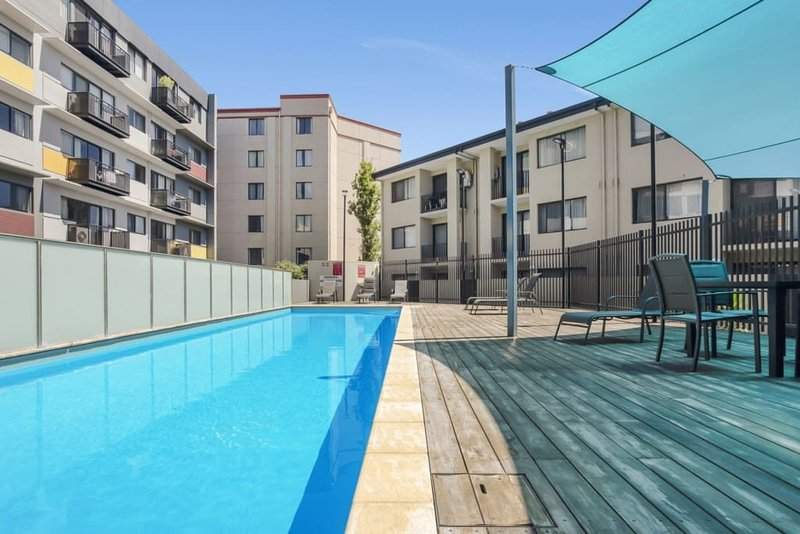 Executive one bedroom CBD Perth. Can sleep 3. This well appointed apartment is in a PRIME location. FREE secure car-bay. FREE CAT buses right outside, walk to bars, clubs and eateries. FREE unlimited internet. In-ground pool (summer must-have), gym a...