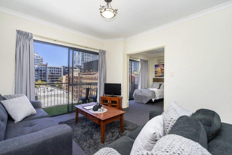 Oversize Eastend Sleeps 4, pool , parking, family, alquiler vacacional en Perth