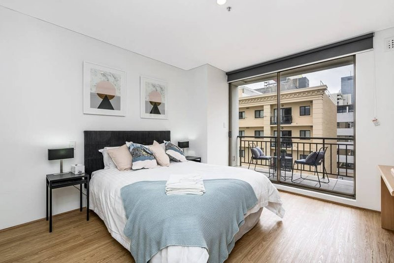 Perfect central location, larger than most, real room to move on the 5th floor. This little gem has everything. Beautifully appointed with a comfy bed to die for. Separate living, dining, bathroom (with bath), balcony and kitchen. Room to move or ho...