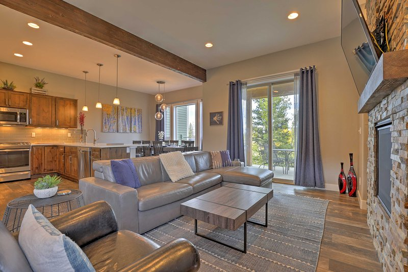 4Mi to Winter Park-Townhome w/Private Hot Tub Chalet in Winter Park