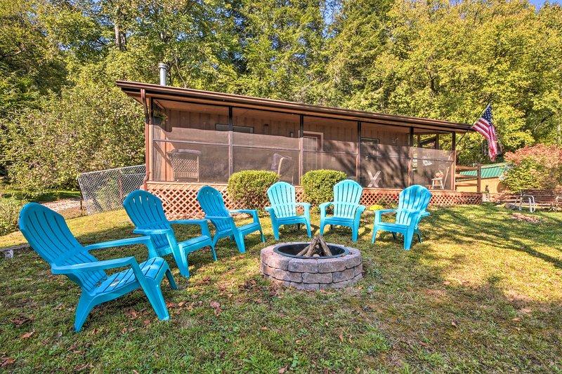 Bryson City Home w/Deck ~1 Mi to Fontana Lake, holiday rental in Nantahala Township