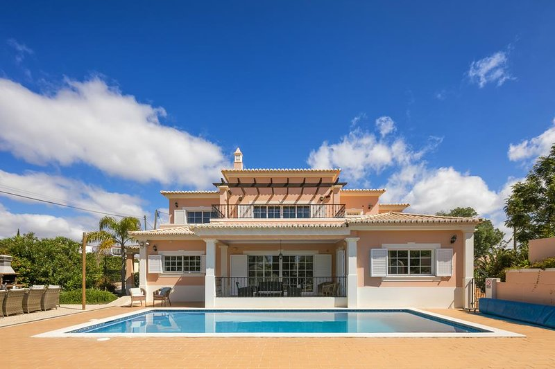 Casa Valhalla 5 Bed Ensuite Villa. Perfect for families. Sleeps 10, vakantiewoning in Carvoeiro