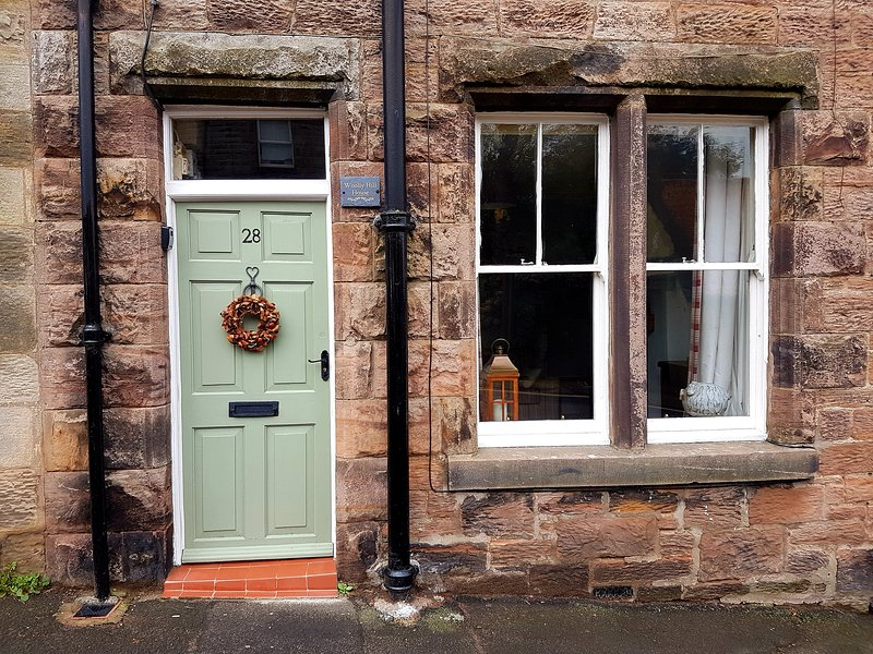 WOOLLY HILL HOUSE-  Cosy Stove, WIFI, in Central Wooler with Sunny Courtyard, Ferienwohnung in Kilham