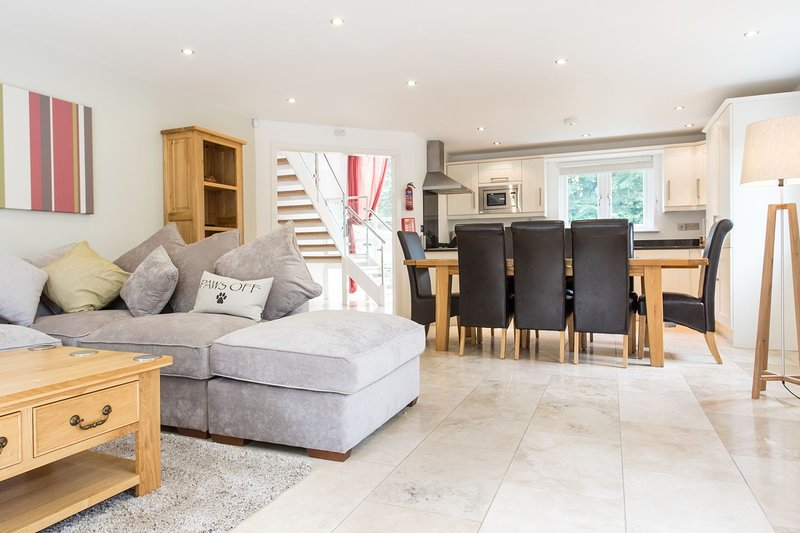 Trewhiddle Villa 01 - Luxurious 4 bedroom New England style residences situated, holiday rental in Sticker