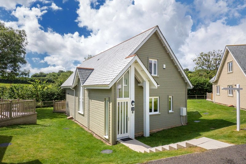 Trewhiddle Villa 10 - Natural Retreats Trewhiddle – luxurious 4 bedroom New Engl, holiday rental in Trelowth
