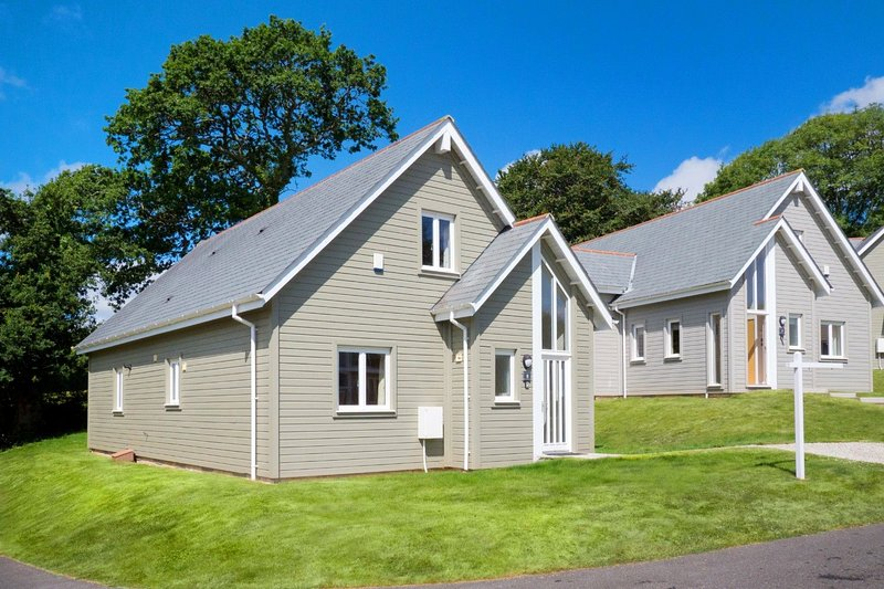 Trewhiddle Villa 08 - Spectacular 3 bedroom New England style residences equippe, vacation rental in Sticker