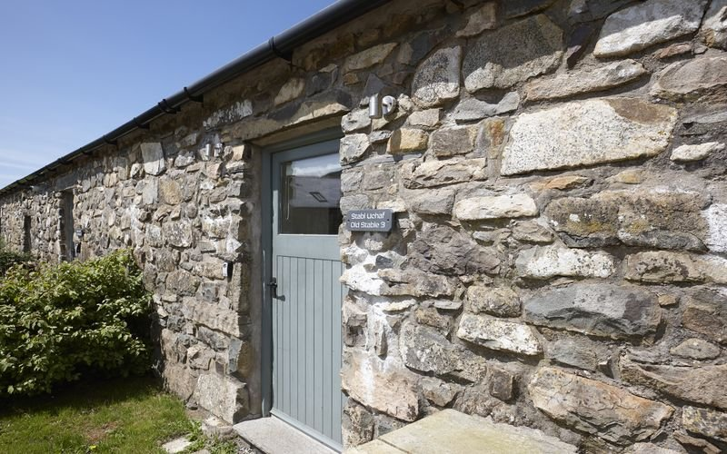 Stables 3 - The Stables 3 – Exclusive 5* 1 bedroom stone cottage. Balcony window, vacation rental in Fron