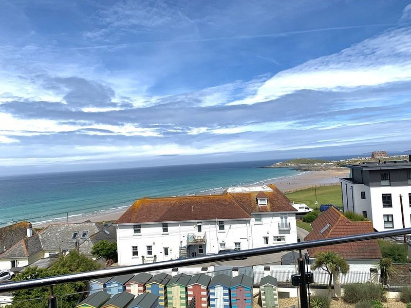 Penthouse A (Fistral Beach) - Natural Retreats Fistral Beach – Penthouse A, a be, vacation rental in Newquay