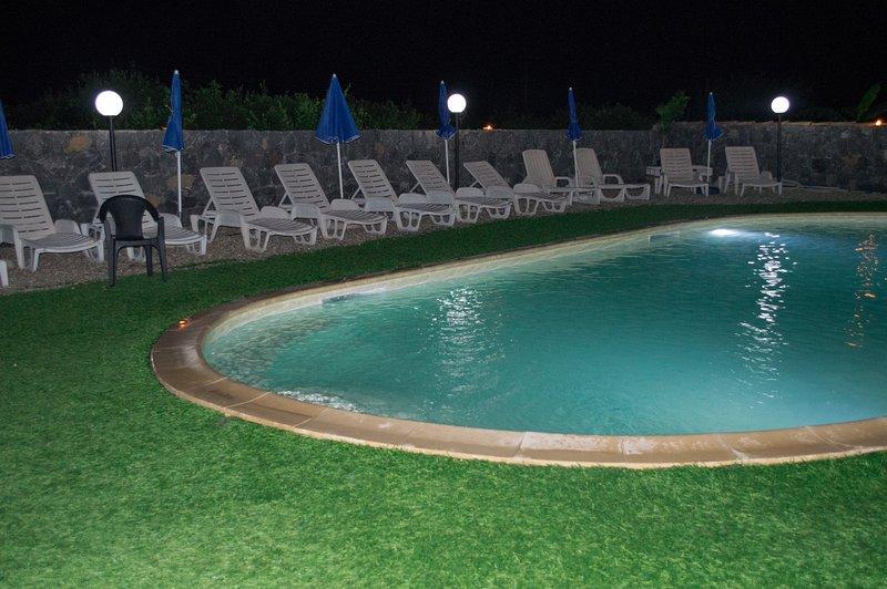 SICILIABEDDA  IL RUSTICO POZZILLO APPARTAMENTO CON PISCINA VICINO TAORMINA, holiday rental in Gravina di Catania