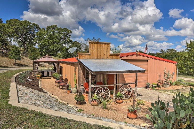 Kerrville Studio - Mins to River & Wineries!, holiday rental in Medina