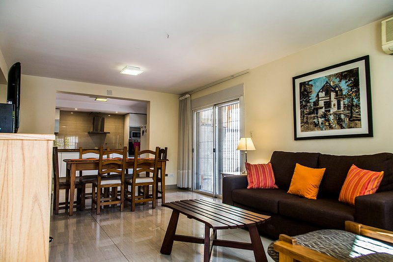 MODERN HOUSE! THE BEST LOCATION! ARISTIDES & PARK, holiday rental in Mendoza
