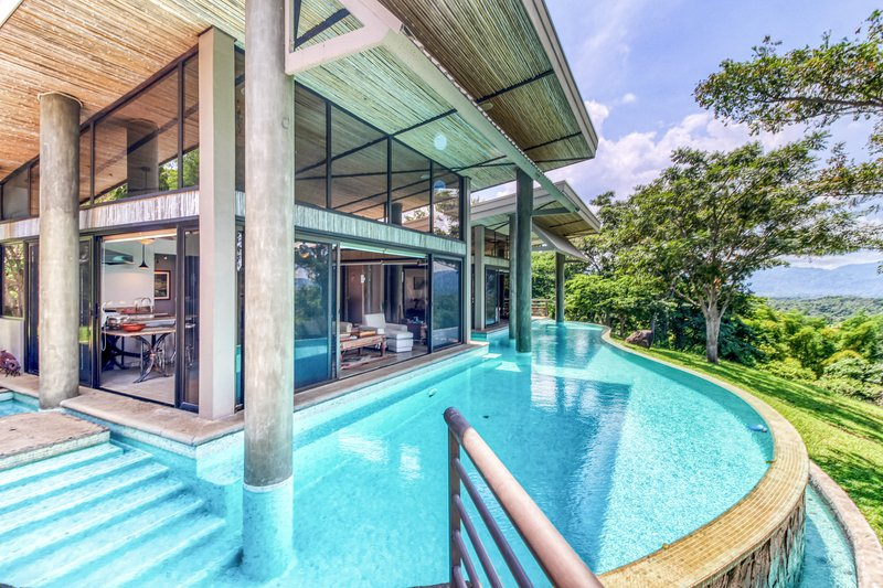 Wonderful home surrounded by nature w/ ocean views & a private pool, location de vacances à Puerto Caldera