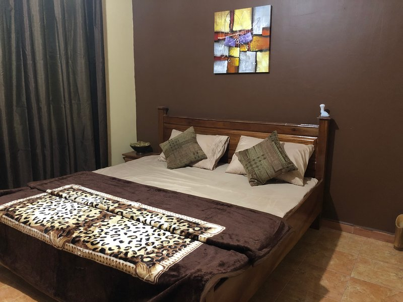 Kwad's Place - A comfortable 2 bedroom apartment, Ferienwohnung in Oyarifa