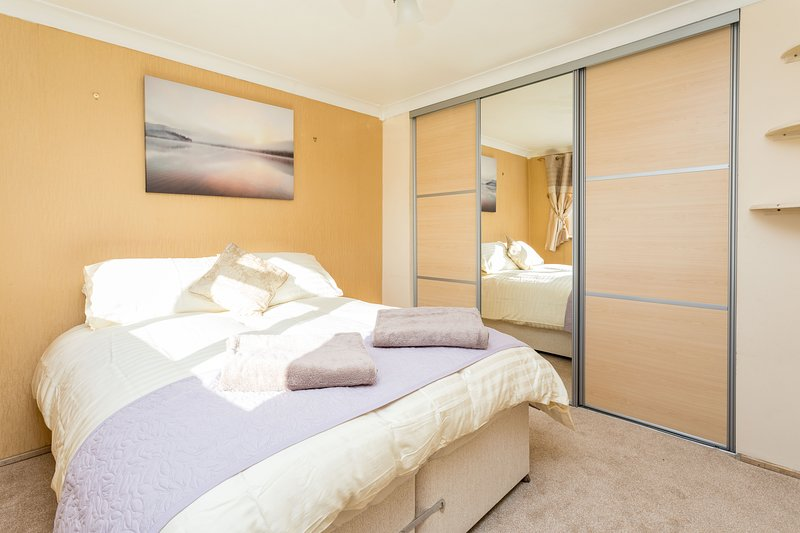 Lovely 3-bedroom House with Parking +Patio Garden, Ferienwohnung in Dorking