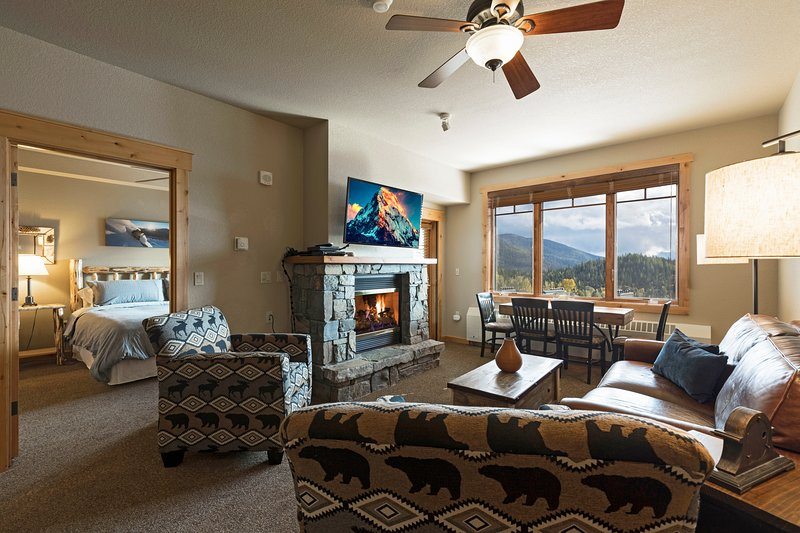 2 bedroom condo with incredible views and direct ski in and out!!!, holiday rental in Polebridge