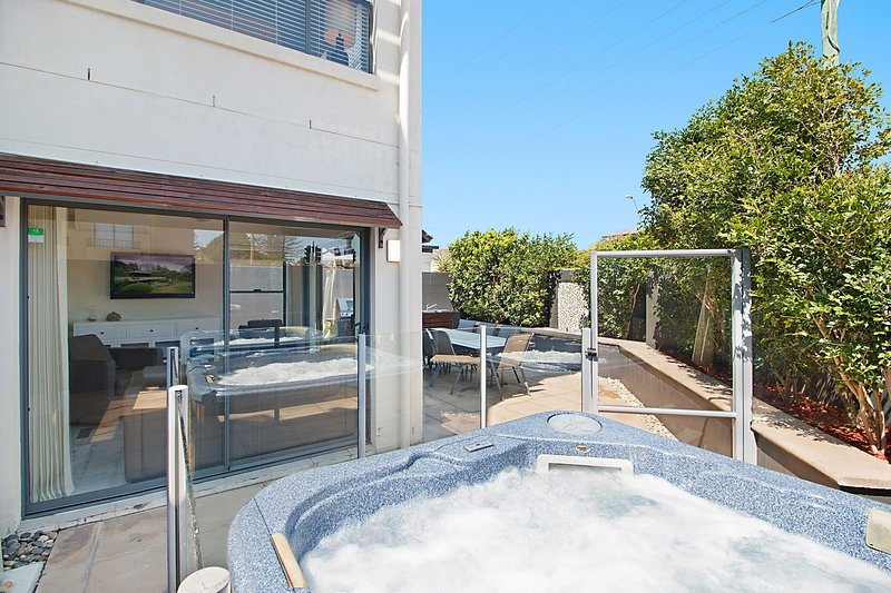 Oceans 11 in Palm Beach - Pet friendly and Min. 3 Night Stays!, vacation rental in Tallebudgera