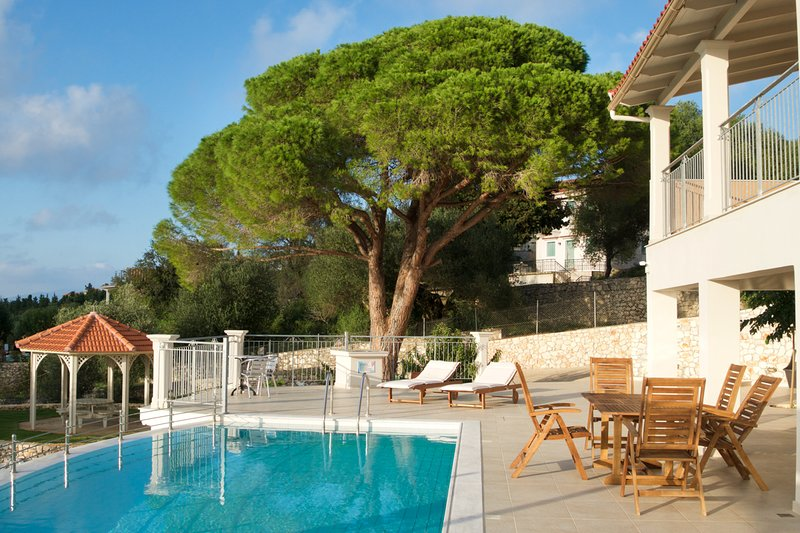 Markantonata Villa Sleeps 8 with Pool and Air Con - 5814916, holiday rental in Katsarata