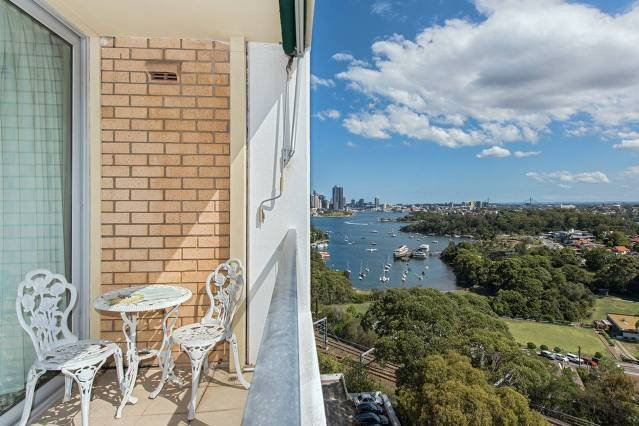 Stunning Harbour View Home!, vacation rental in Milsons Point