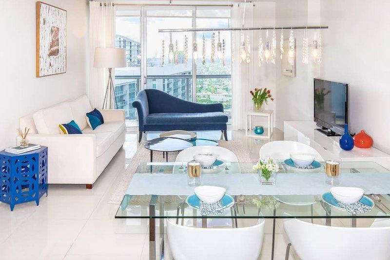 Willkommen in meinem Zuhause! Genießen Sie diese gemütliche und elegante Wohnung im 44. Stock. Erstaunliche Aussicht (noch besser in der Nacht!), Elegante Möbel, großer Balkon und Premium-Service.