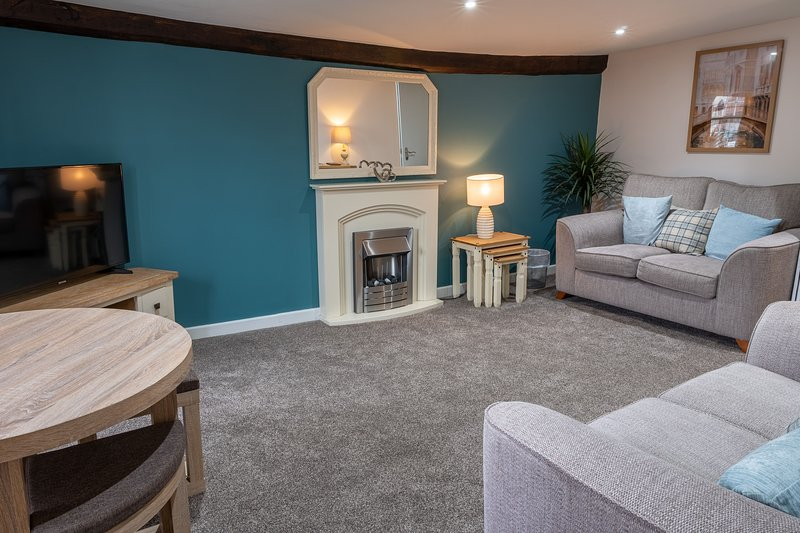 Library View Apartment - Modern two-bedroom apartment in the centre of Kendal, w, holiday rental in New Hutton