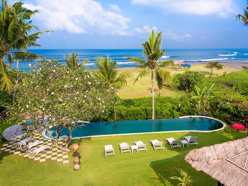 Sungai Tinggi Beach Villa, 6BR, Canggu, holiday rental in Tanah Lot