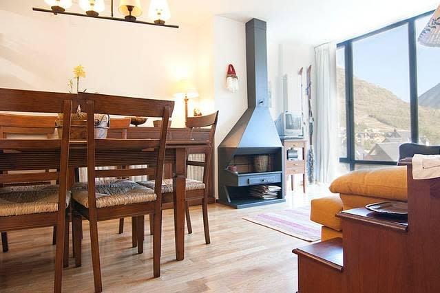 Vielha céntrico apartamento 6 pers VA, alquiler vacacional en Las Bordas