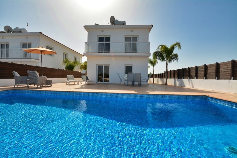 VILLA OURANIA - 4 BED WITH PRIVATE POOL - NISSI BEACH AYIA NAPA, vacation rental in Ayia Napa