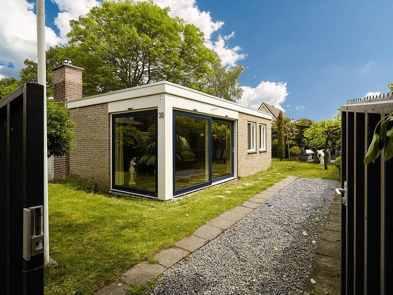 Charming Holiday home in Kortgene Zealand with Sauna, alquiler vacacional en Wolphaartsdijk