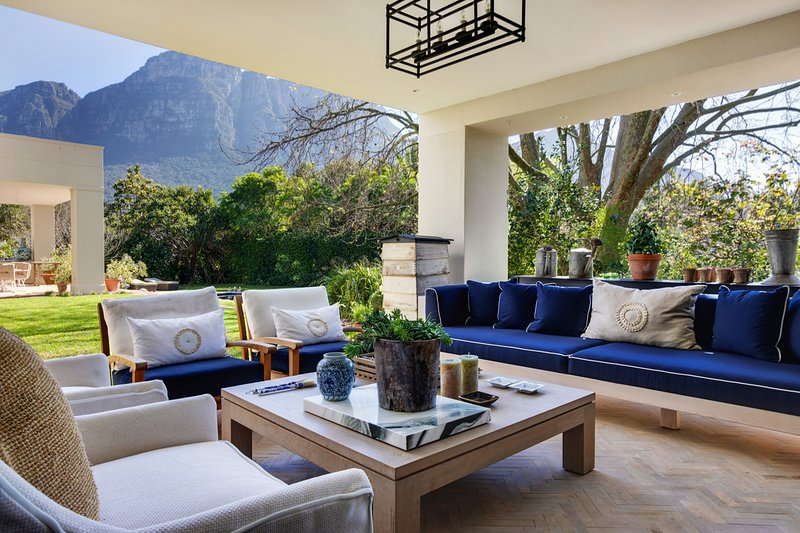 Stunning Bishopscourt Home with mountain views, holiday rental in Bishopscourt