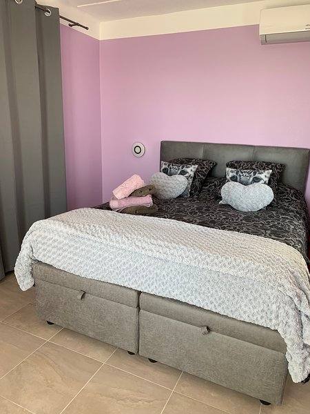 chambre Jonquille, holiday rental in Bezouce