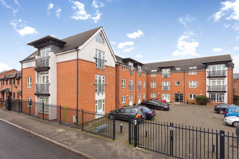 Pride Apartment, vacation rental in Quarndon