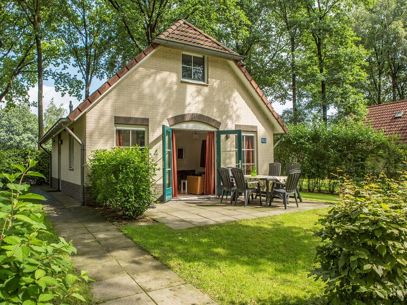 Comfortable holiday home with steam shower, in green Twent, holiday rental in Geesteren