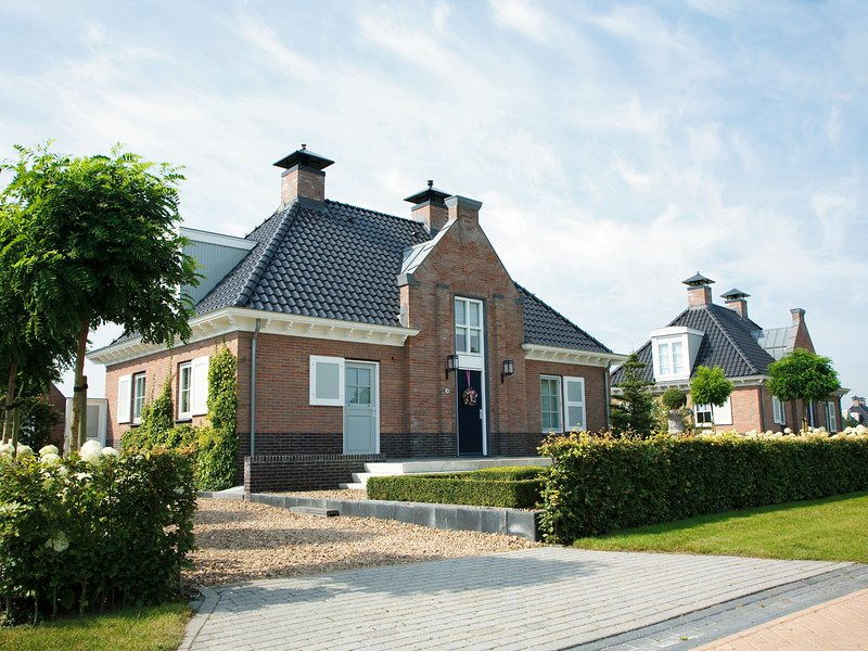 Stately, luxury villa with two bathrooms, 2km from Appelscha, casa vacanza a Dieverbrug