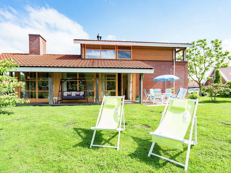 Comfortable waterside holiday villa., holiday rental in Harderwijk