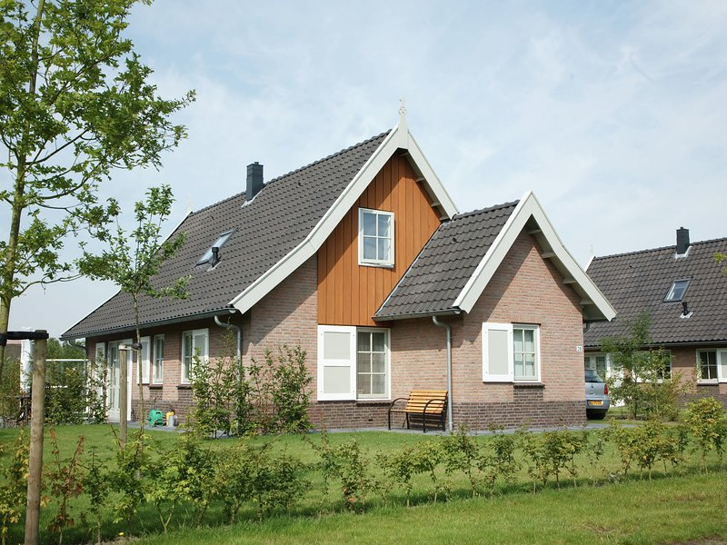 Beautiful holiday home with 2 bathrooms, 2 km from Appelscha, casa vacanza a Dieverbrug