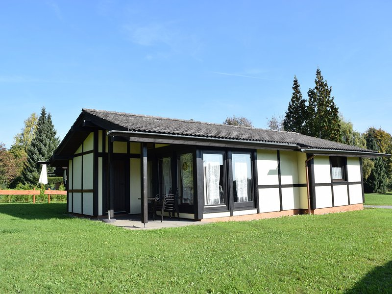 Detached, well-kept bungalow on the Katzenbuckel mountain, holiday rental in Strumpfelbrunn