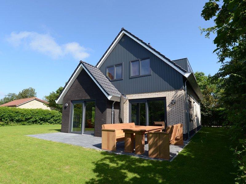 Beautiful luxurious villa situated between Den Burg and the Koog, vacation rental in Den Hoorn