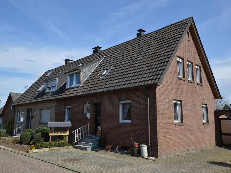 Cozy Apartment in Rees with Free WiFi, Ferienwohnung in Spijk